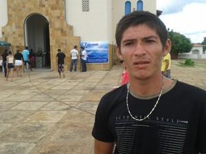Para João da Silva, de 23 anos, fica o sentimento de impotência e revolta (Foto: Gilcilene Araújo/G1)