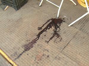 Marca de sangue no palco onde o funkeiro foi morto em Campinas (Foto: Reprodução / EPTV)