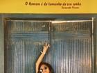 Yanna Lavigne exibe barriga discreta de gravidez em maiô decotado