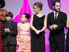 'Avenida Brasil' é eleita a melhor novela em premiação no Rio