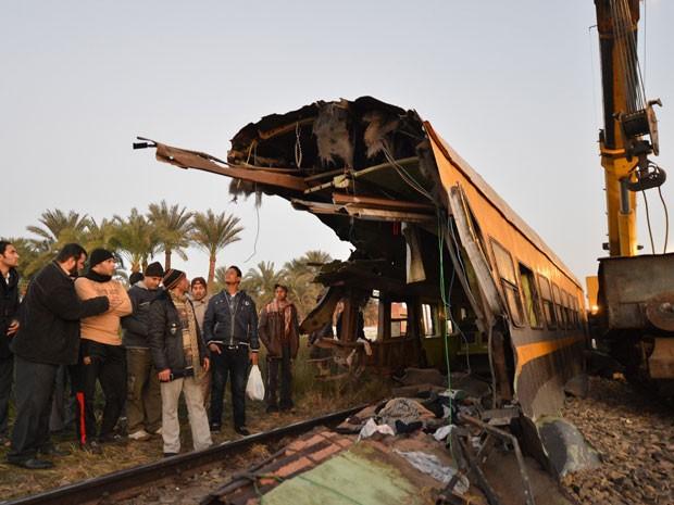 O trem transportava recrutas do exército egípcio; 19 morrearam e mais de 100 estão feridos (Foto: Khaled Desouki/AFP)