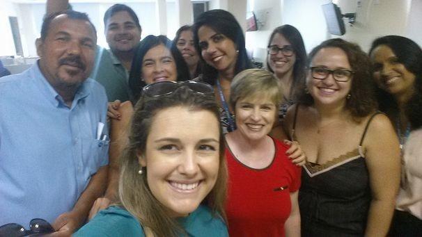 Eunice Ramos posa ao lado de profissionais da TV Sergipe (Foto: Facebook / Eunice Ramos)
