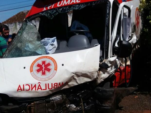 Ambulância do Samu bateu de frente com carro ocupado por assaltantes (Foto: Divulgação/Samu Rolândia)