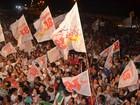 Militantes celebram vitória de Clécio Luís, da Rede, na orla de Macapá
