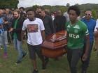Homenagens a vítimas de voo emocionam em sete cidades do RS
