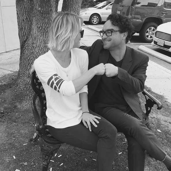 Kaley Cuoco e Johnny Galecki (Foto: Instagram)