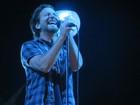 Ferida por latinha em show do Pearl Jam deve receber R$ 4 mil, diz TJ-DF