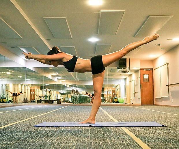 Danni pratica yoga (Foto: Reprodução Instagram)