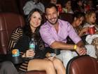 Malvino Salvador vai com a namorada a pré-estreia de filme