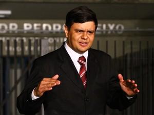 """24.nov.2012 - Para advogado de Macarrão, foi realizado um julgamento dentro da lei. """"A defesa se dá por satisfeita"""", declarou Leonardo Diniz (Foto: Maurício Vieira/G1)"""