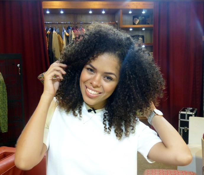Blogueiras Rayza Nicácio ensina penteados para cabelos cacheados (Foto: Leonardo Viso/Gshow)