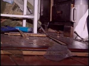 Raio destrói casa em Santa Rosa, RS (Foto: Reprodução/RBS TV)