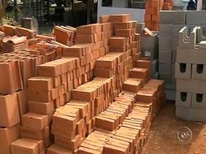 Falta de água em Itu altera vendas em lojas de materiais para construção (Foto: Reprodução/TV TEM)