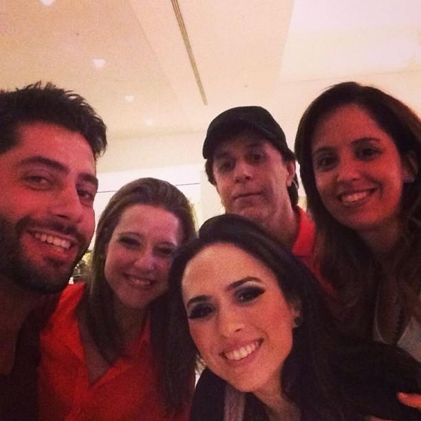 Tatá Werneck com ex-BBB Marcelo e amigos (Foto: Reprodução/Instagram)