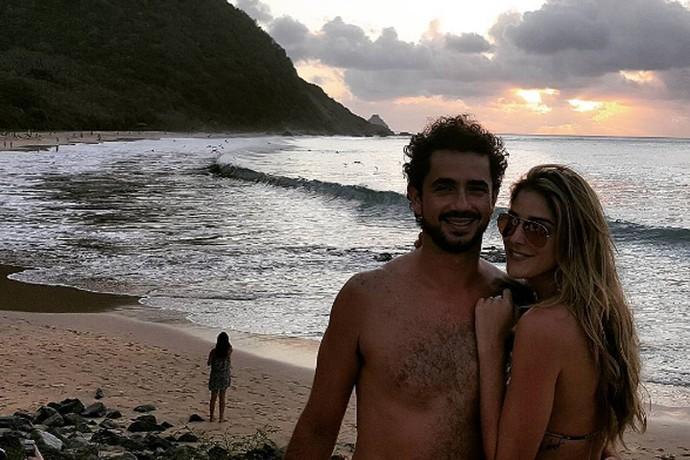 Rafa Brites com Felipe Andreoli e a frase tatuada na costela (Foto: Arquivo pessoal)