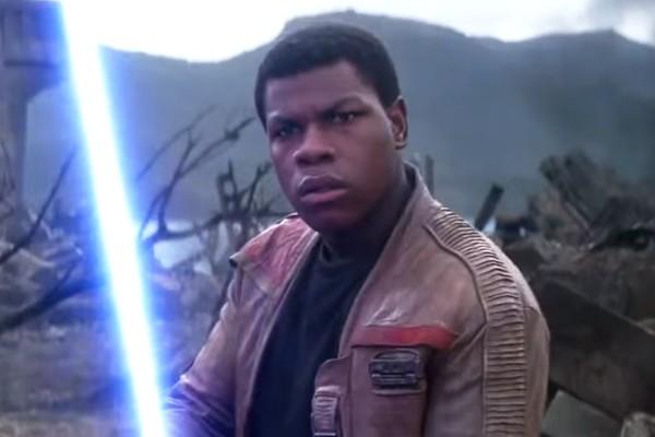 John Boyega em Star Wars: O Despertar da Força (2015) (Foto: Reprodução)