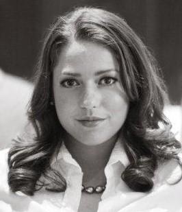 A estrela de 'A Princesinha' (1995) é bisneta do industrialista A. N. Pritzker. Ela é a herdeira do Hyatt Hotels e sua família controla a linha de cruzeiro Royal Caribbean. (Foto: Twitter/Liesel Matthews)
