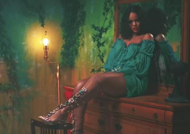 Rihanna durante o clipe de Wild Thoughts (Foto: Reprodução )