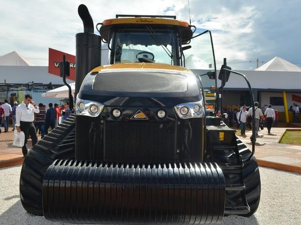 Trator Challenger MT875E é considerado o mais potente do mundo (Foto: Adriano Oliveira/G1)