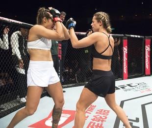 Jeiza (Paolla Oliveira) terá sua última grande luta em Las Vegas. Zeca (Marco Pigossi) vai assistir. A atriz gravou com as cenas com a lutadora de MMA Poliana Botelho no UFC do Rio, em junho | Estevam Avellar/TV Globo