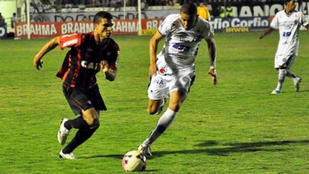 Maranhão, do Atlético-PR, contra o ASA (Foto: Gustavo Oliveira/Site oficial do Atlético-PR)