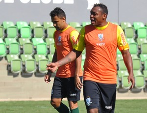 Obina, atacante do América-MG,  volta a treinar com bola (Foto: Divulgação/América-MG)