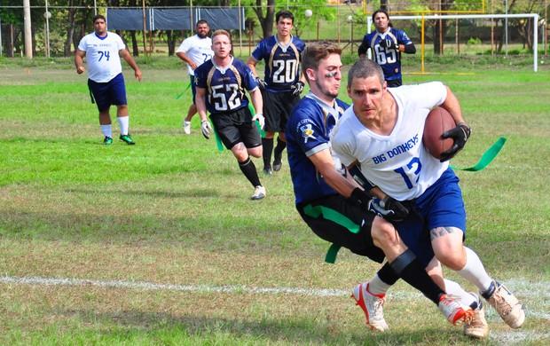 O recebedor Cacau, autor de um dos dois touchdowns do Big Donkeys (Foto: Jonas Barbetta/Top10 Comunicação)