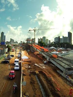 Obra na Prudente de Morais complicou trânsito na avenida, uma das principais de Natal. (Foto: Riccardo Carvalho/Cena2 Produções)