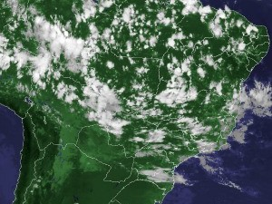 Imagem de satélite capturada na tarde desta segunda-feira (8) (Foto: Reprodução/Cptec/Inpe)