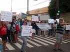 Professores da rede estadual fazem ato na 28 de Março em Campos, no RJ