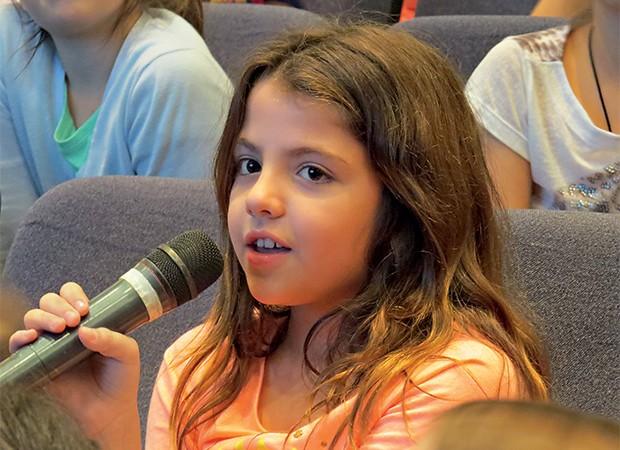 Um dos objetivos da escola é formar cidadãos críticos, atuantes e confiantes, com boa capacidade de comunicação (Foto:  )