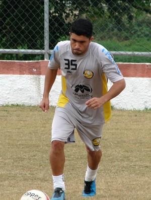 O meia Bruno Celeste, durante treino do Joseense (Foto: Danilo Sardinha/Globoesporte.com)