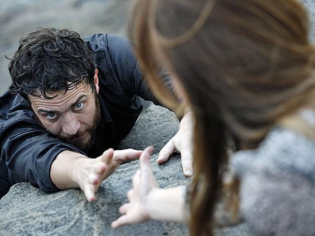 Rodrigo fica desesperado quando Elisa não o ajuda em sonho (Foto: Amor Eterno Amor/TV Globo)