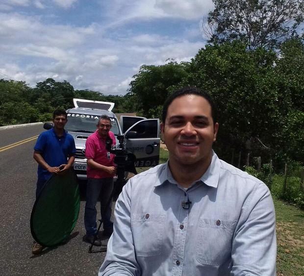 Uma pausa na estrada para descanso o apresentador do Clube Rural deste domingo com sua equipe em busca de informação (Foto: TV Clube)