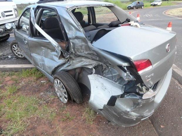 Veículo ficou destruído (Foto: Polícia Rodoviária Estadual)