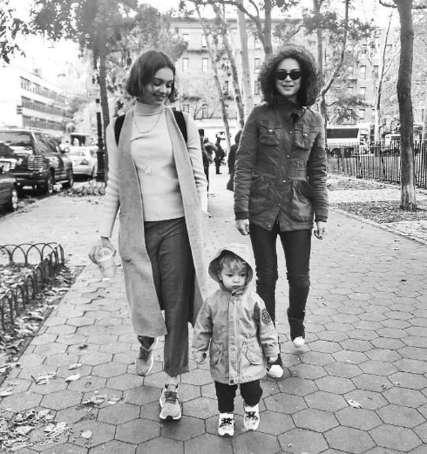 Sophie Charlotte, Otto e Thaila Ayala nas ruas de Nova York (Foto: Reprodução Instagram)