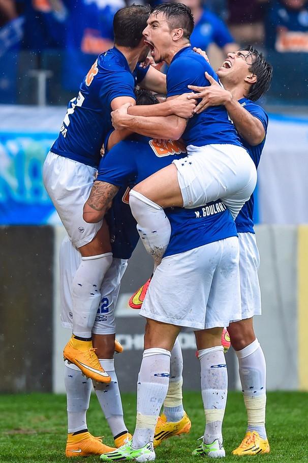 O Cruzeiro recebe no domingo, dia 7, o troféu oficial pela conquista do quarto título no Campeonato Brasileiro (Foto: Getty Images)