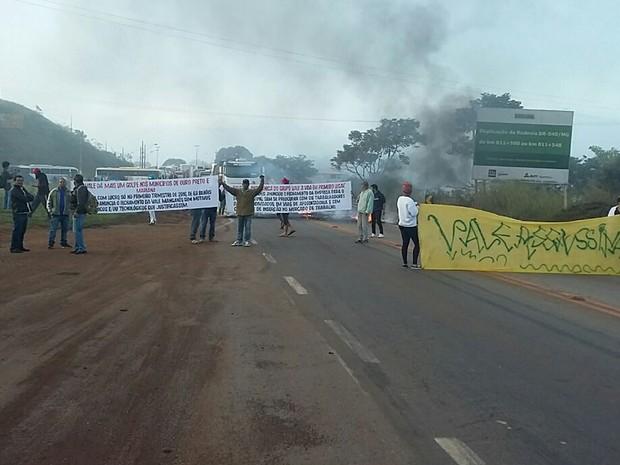 Frente Brasil Popular Minas bloqueou a BR-040, perto de Congonhas. (Foto: Polícia Rodoviária Federal / Divulgação)