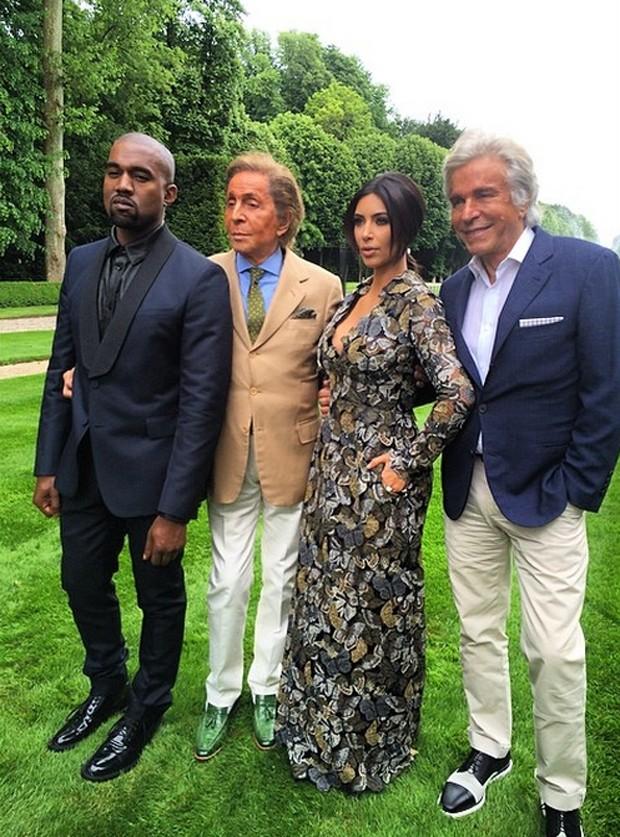Prestes a subir ao altar, Kim Kardashian ganha brunch de Valentino