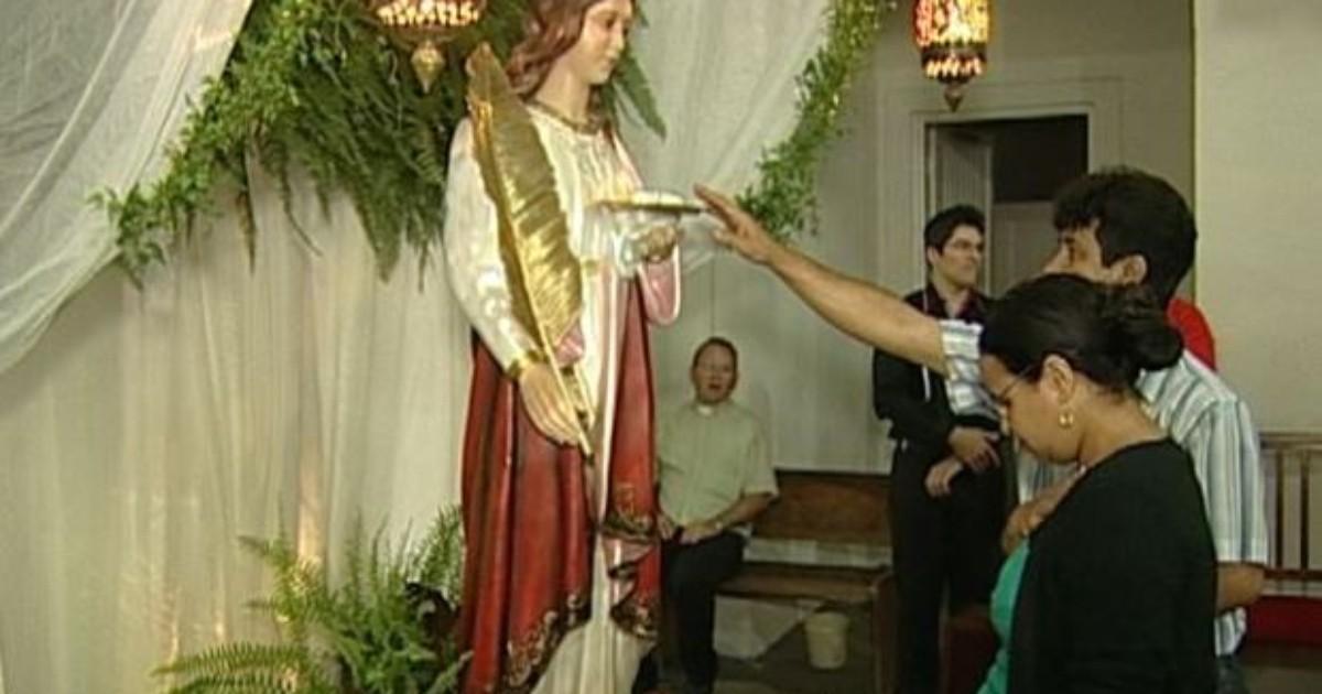 Devotos celebram Dia de Santa Luzia em Uberaba - Globo.com