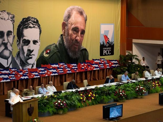 Presidente de Cuba, Ra�l Castro, abriu o 7� Congresso do Partido Comunista de Cuba (Foto: Ismael Francisco/Cubadebate via AP)