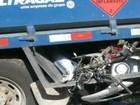 Motociclista morre ao ser fechado na Cônego e parar embaixo de caminhão