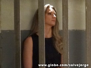 Antonia fica arrasada atrás das grades (Foto: Salve Jorge/TV Globo)