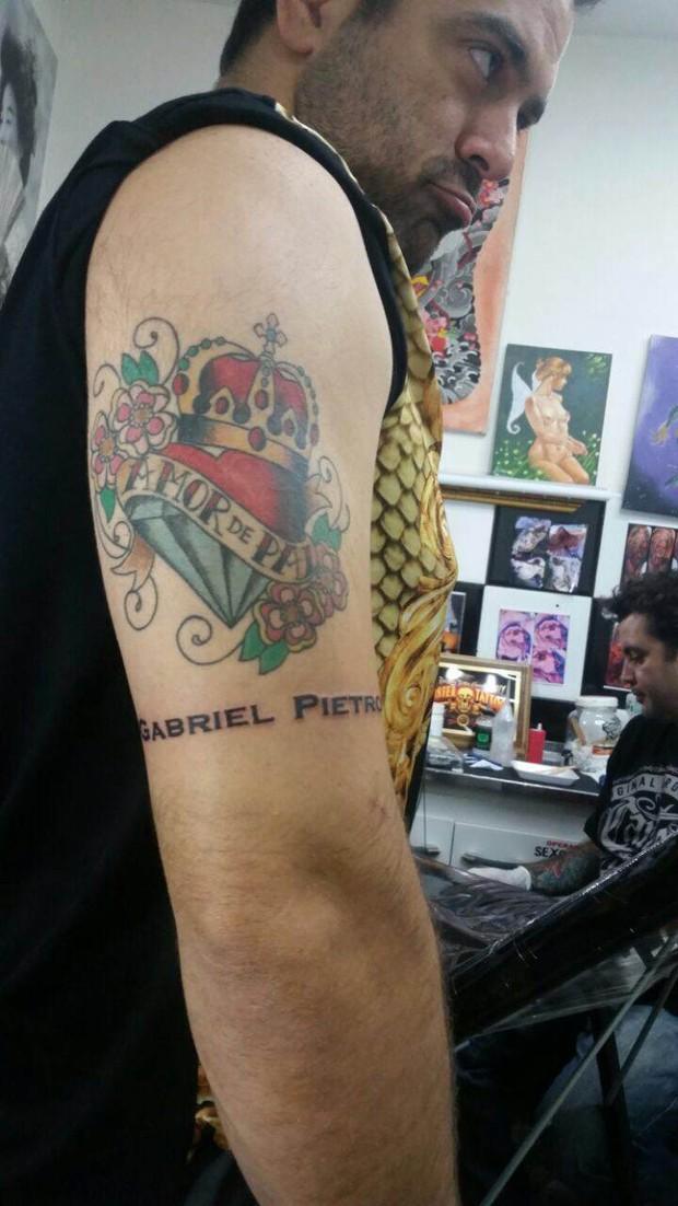 Ego priscila pires faz tatuagem em homenagem aos filhos notcias priscila pires e o marido foto divulgao altavistaventures Image collections