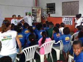 Alunos do projeto Pé na Escola II assistem à palestra sobre meio ambiente (Foto: Divulgação)