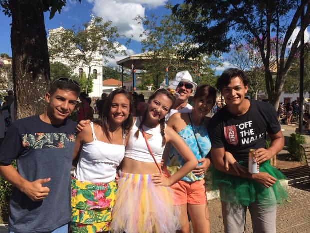 Amigos se divertem no carnaval de São Luiz do Paraitinga (Foto: Camilla Motta/ G1)