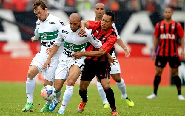 jogo Coritiba Atlético-PR empate (Foto: Albari Rosa / Agência Estado)