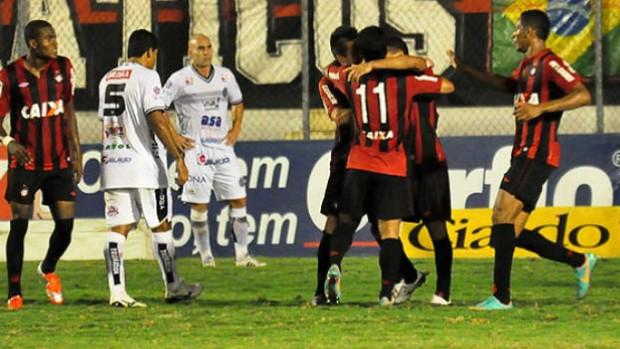 Atlético-PR em jogo contra o ASA (Foto: Gustavo Oliveira/Site oficial do Atlético-PR)