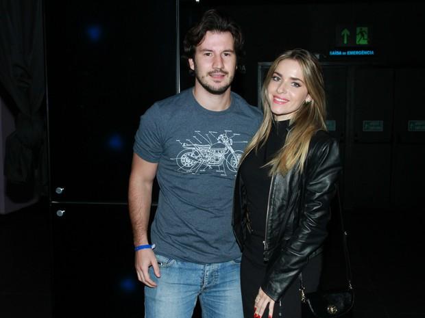 Monique Alfradique e o namorado, Gabriel Sala, em festa em São Paulo (Foto: Amauri Nehn/ Brazil News)