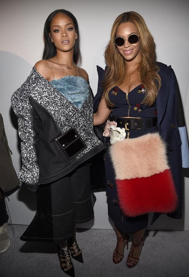 Que trio! Beyoncé, Rihanna e Kim Kardashian prestigiam Kanye West